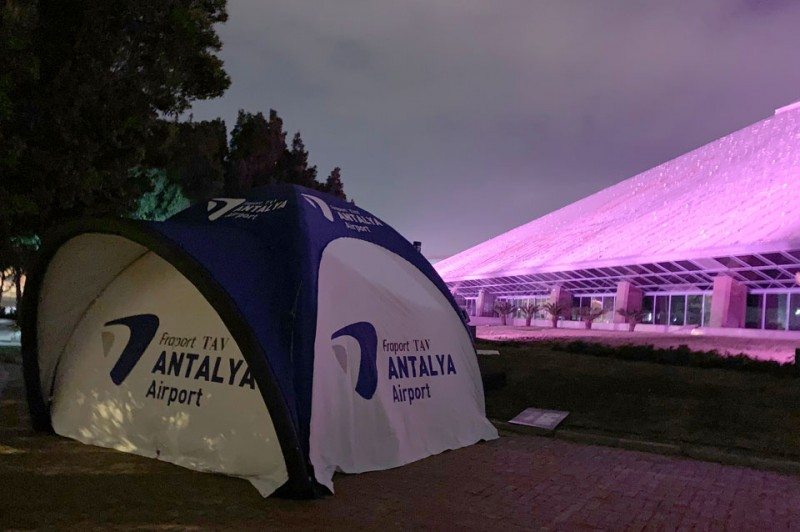 Antalya Fraport Dome Zelt bei Nacht von Main-Zelt